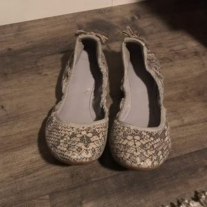 Women's size 8 COLE HAAN snake skin flats Size 8